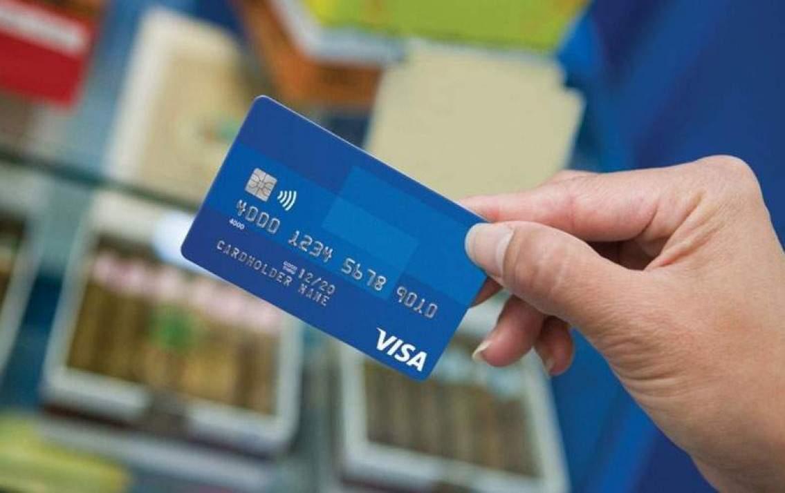 Siết chặt cho vay tiêu dùng qua thẻ tín dụng