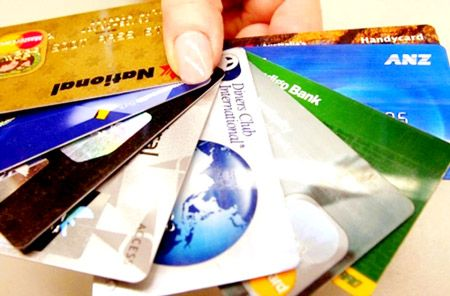 xiết chặt cho vay thẻ tín dụng vì nguy cơ nợ xấu tăng cao