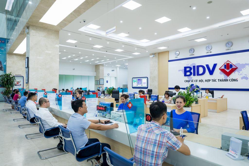 Khách hàng tham gia vay mua nhà ngân hàng BIDV
