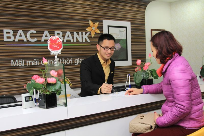 Khách hàng tham gửi tiết kiệm tại ngân hàng Bắc Á