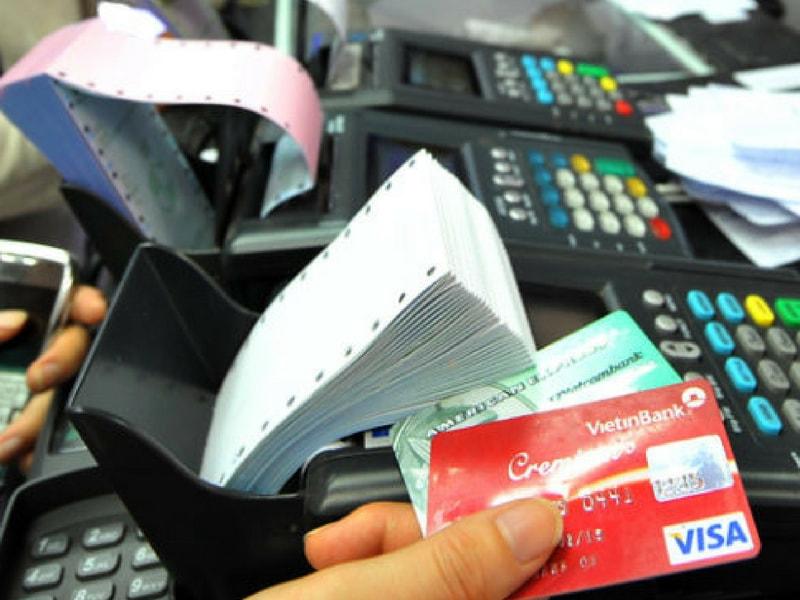 Lãi suất quá hạn thẻ tín dụng luôn được các chủ thẻ quan tâm